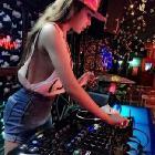 DKE-DJ三岁